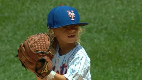 KC@NYM: Mini Thor throws out ceremonial first pitch