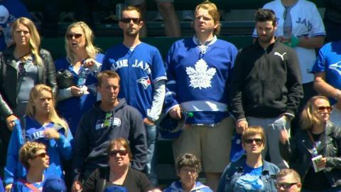 TOR@SEA: Shelton sings Canadian national anthem
