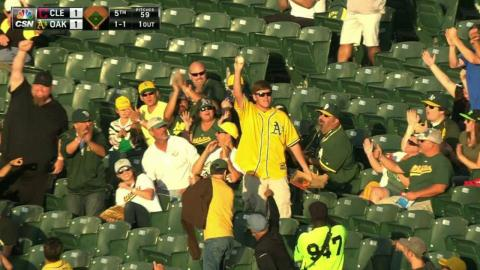 CLE@OAK: A's fan snares foul ball with his bare hand