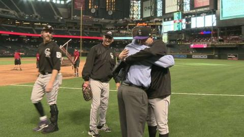 COL@ARI: Bettis joins his teammates during recovery