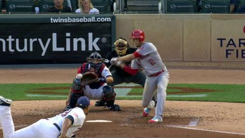 LAA@MIN: Simmons plates Pujols with a single