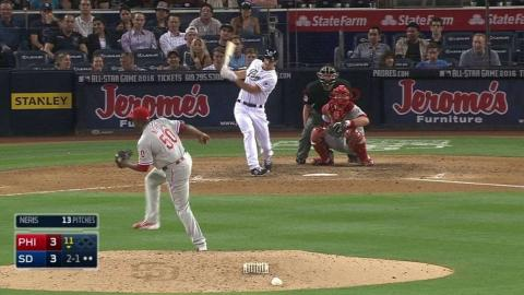 PHI@SD: Dickerson smacks his first Major League hit