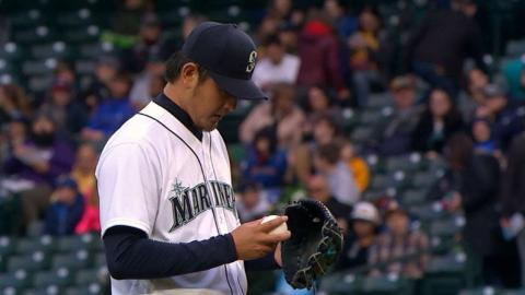 TEX@SEA: Iwakuma fans seven batters in start