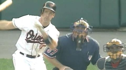 1996 ALDS Gm1: Surhoff homers twice in O's win