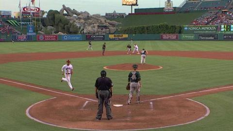 OAK@LAA: Perez singles to put the Angels on the board