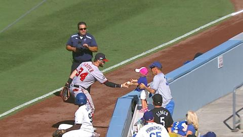 WSH@LAD Gm3: Harper fakes out fans, gives girl ball