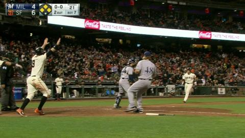 MIL@SF: Crawford extends the lead with two-run single