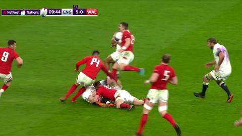 Ford and Farrell combine for cross field kick!   NatWest 6 Nations