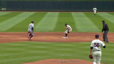 DET@MIN: Dozier catches a liner and steps on second