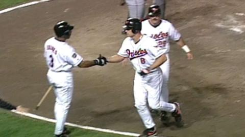 1997 ALCS Gm2: Ripken hits game-tying two-run homer