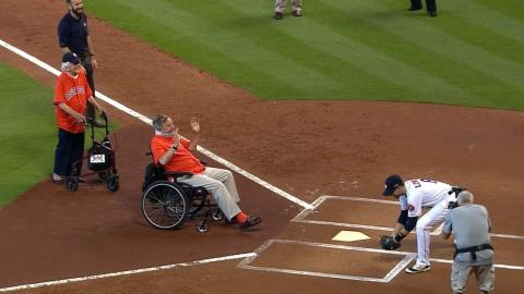 KC@HOU Gm3: George H.W. Bush throws out first pitch