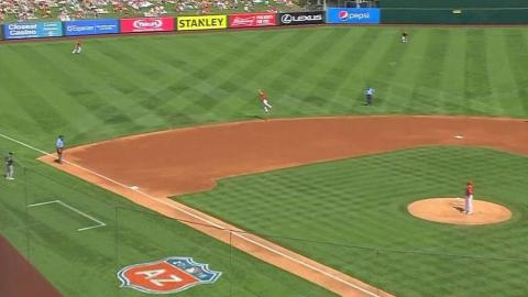 OAK@LAA: Simmons steals a hit with jumping catch