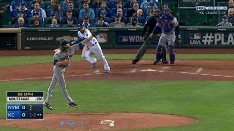 WS2015 Gm2: deGrom snags a grounder back to the mound