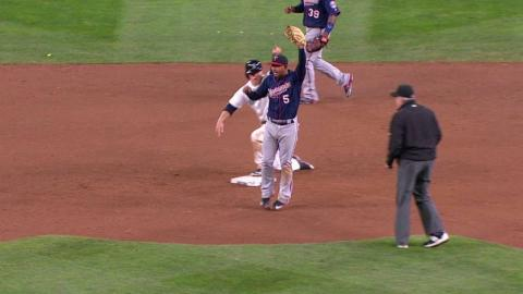 MIN@SEA: Twins close out the game on a double play