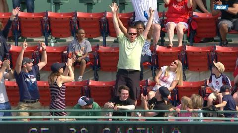 TOR@BOS: Fan in upper deck catches De Aza's foul ball
