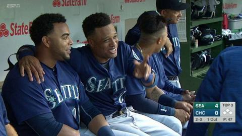 SEA@CHC: Cano, Cruz laugh together in the dugout