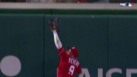 CIN@WSH: Revere pulls off a leaping catch at the wall