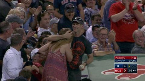 TB@BOS: Fan catches a foul pop fly barehanded
