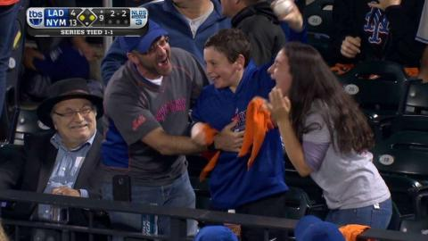 LAD@NYM Gm3: Cop catches foul ball, gives it to a kid