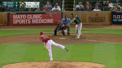OAK@MIN: Valencia hits opposite-field three-run homer