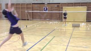 Badminton Übung: Sticksmash Links Vom Kopf + Vorhand Vorne (Exercise: Multi-Shuttle Sticksmash)