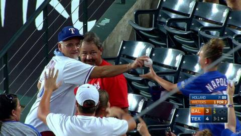 BAL@TEX: Fan catches a ball and hands it to a girl