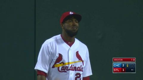 CHC@STL: Fowler chases, makes jumping catch near wall