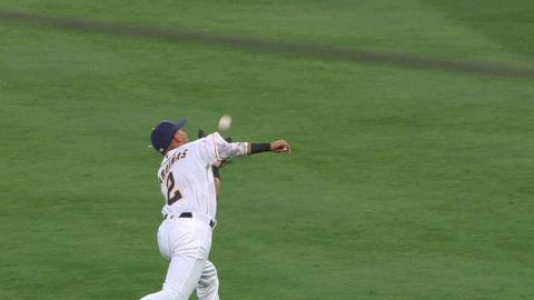 CHC@SD: Sardinas comes out of nowhere to make a catch