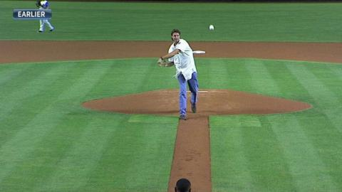 SF@ARI: Johnson tosses out the ceremonial first pitch