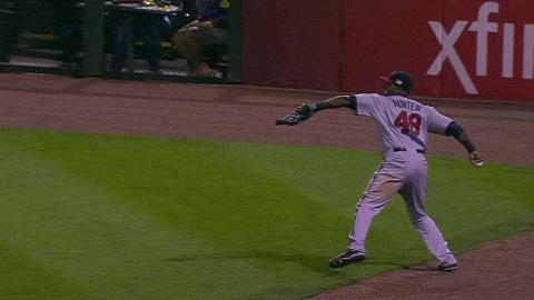 MIN@CWS: Hunter throws out Olt at second base