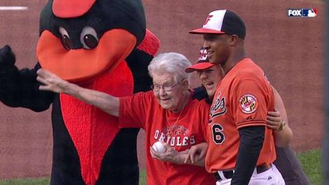 WSH@BAL: 104-year-old O's fan tosses first pitch