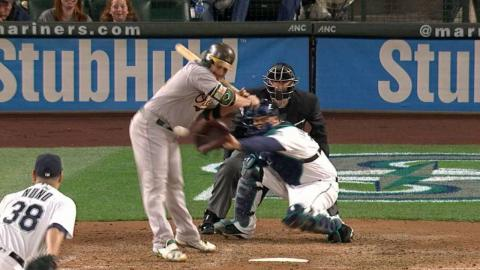 OAK@SEA: Vogt gets hit with bases loaded for RBI