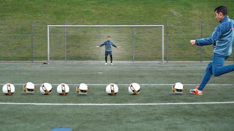TOP 5 - Goalkeeper Training Drills by Karol I freekickerz