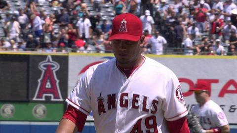 NYY@LAA: Chacin wiggles out of bases loaded danger