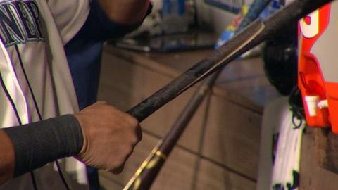 NYY@SEA: Cruz hits solo home run, cracks bat