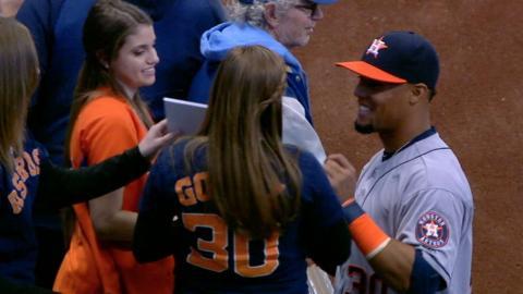 HOU@MIL: Gomez, emotional fan reunited in Milwaukee