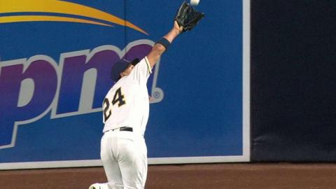LAD@SD: Jay runs down a fly ball on the warning track