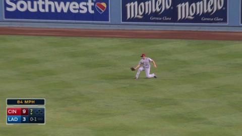 CIN@LAD: Bruce loses ball in lights, still makes grab